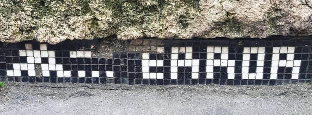 Erreur 404 – Street art d'invader, Paris