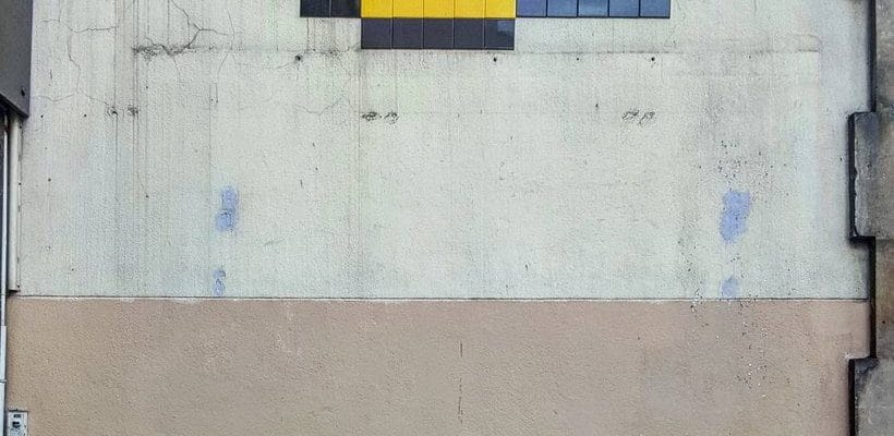Sa Majesté des autruches – Street art par Invader & Matthieu, Paris