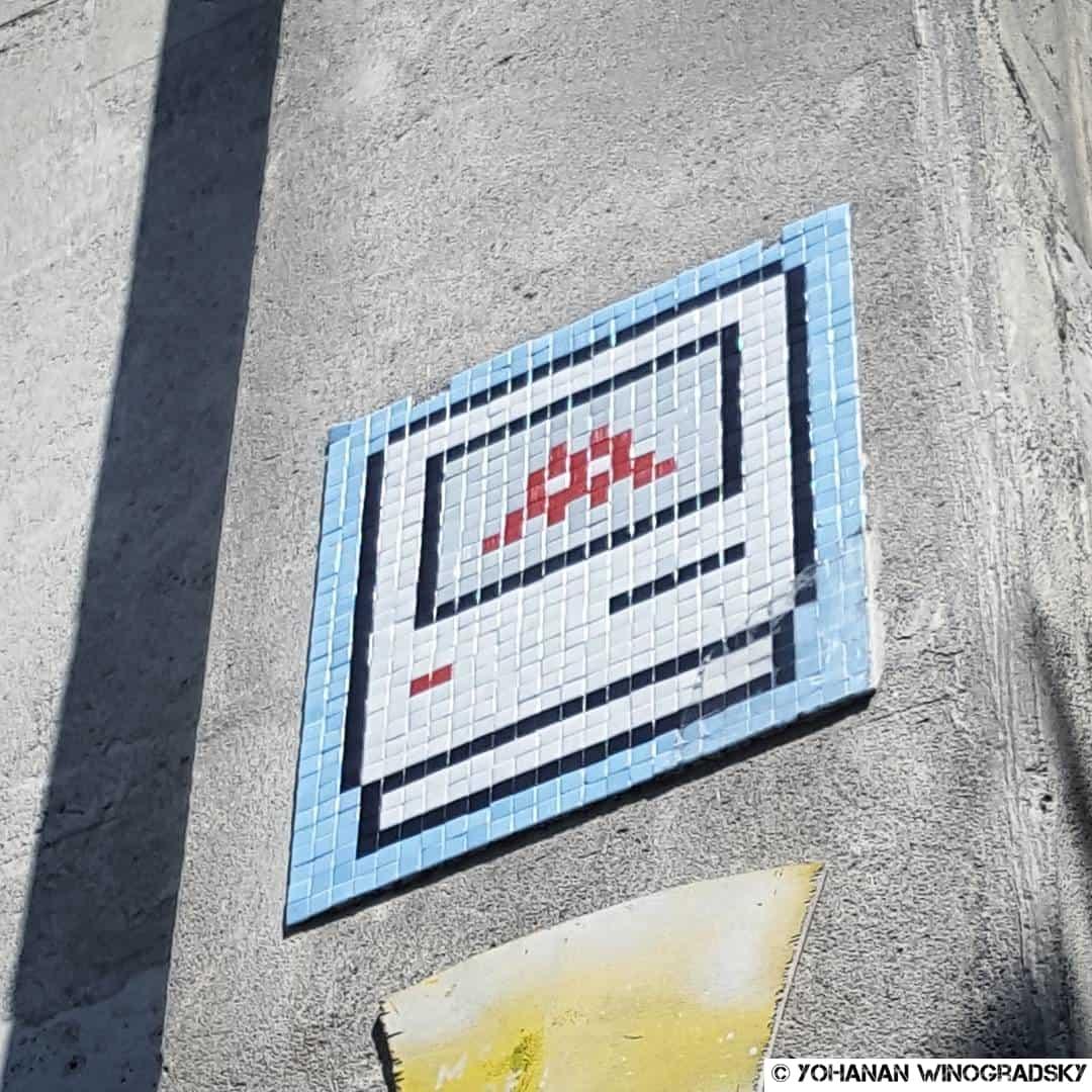 20 ans d'OK Computer – Street art par Invader, Paris