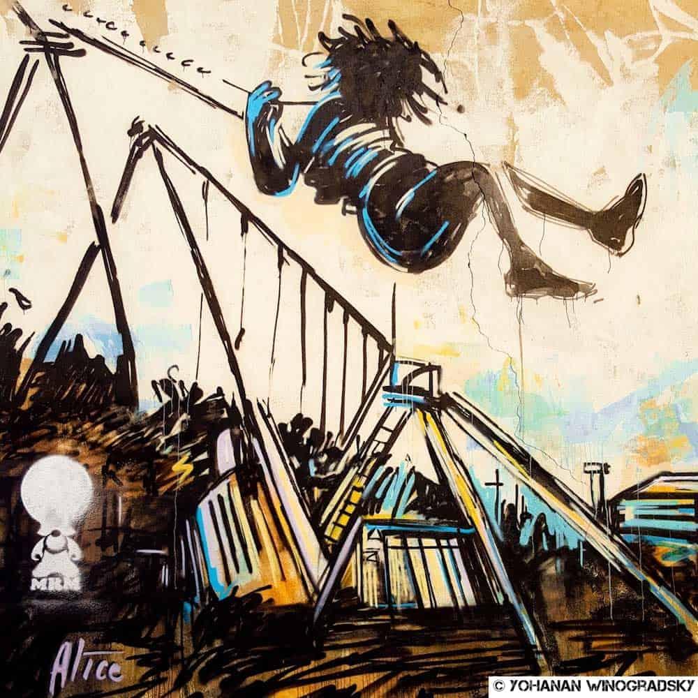 Les balançoires – Street art d'Alice Pasquini, Vitry-sur-Seine