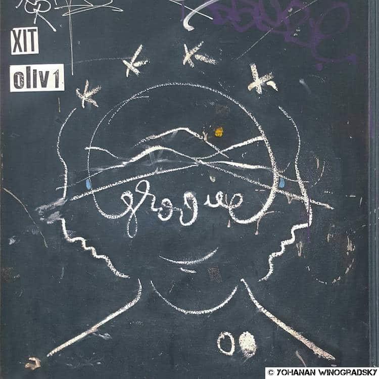 streetart paris par groove au pastel mythologie fendre l'histoire