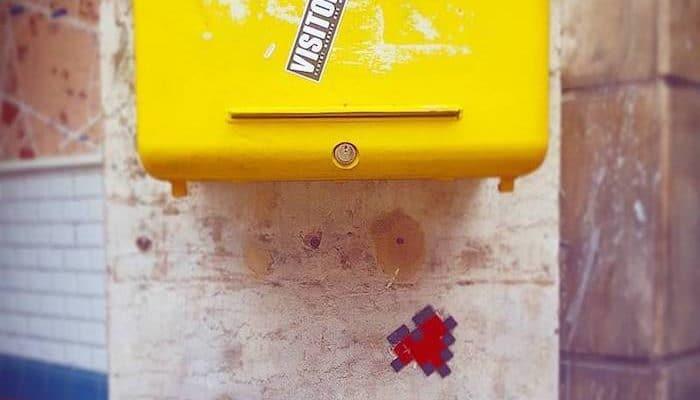 Lettre à Pixélise – Street art par Invader, Paris