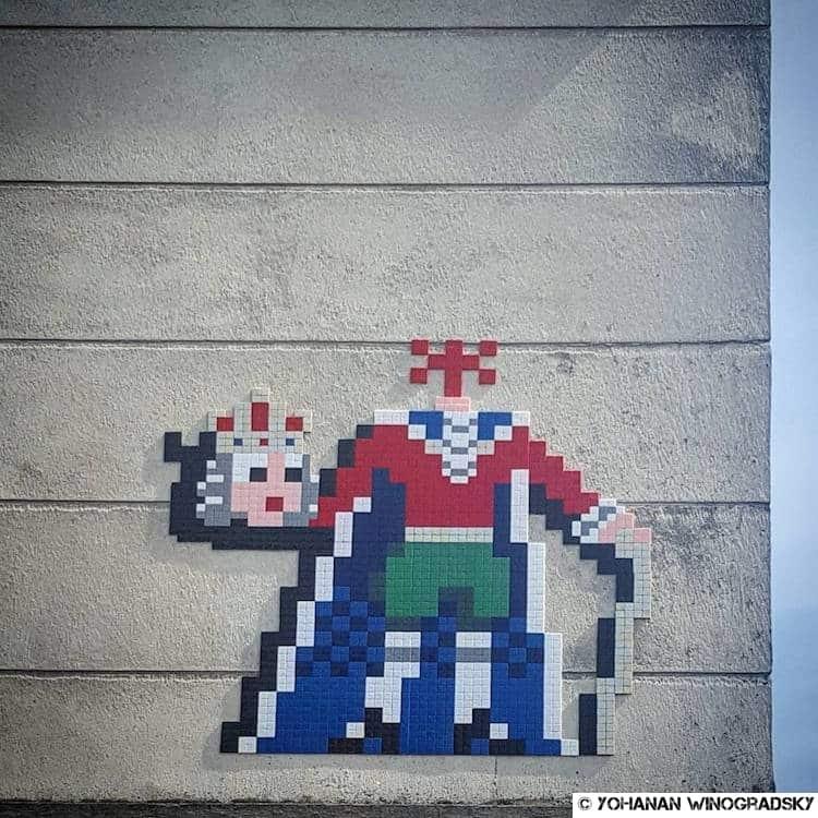 street art versailles par invader roi guillotiné