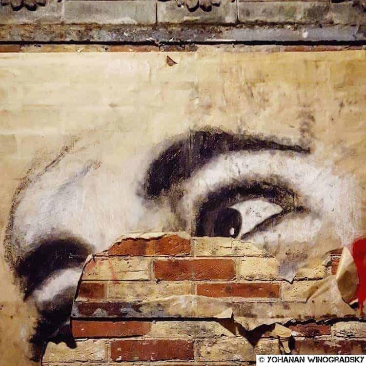 streetart paris collage métro gambetta