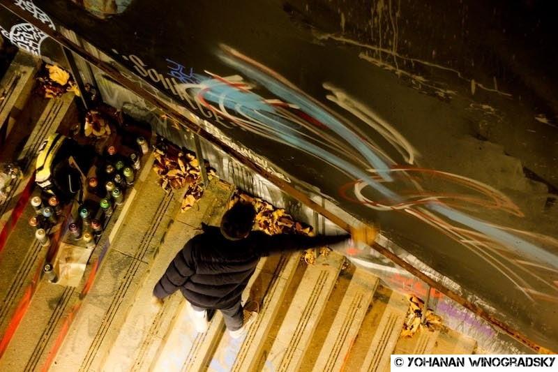 streetart paris kwan en action graff dans les escaliers du lavo//matik