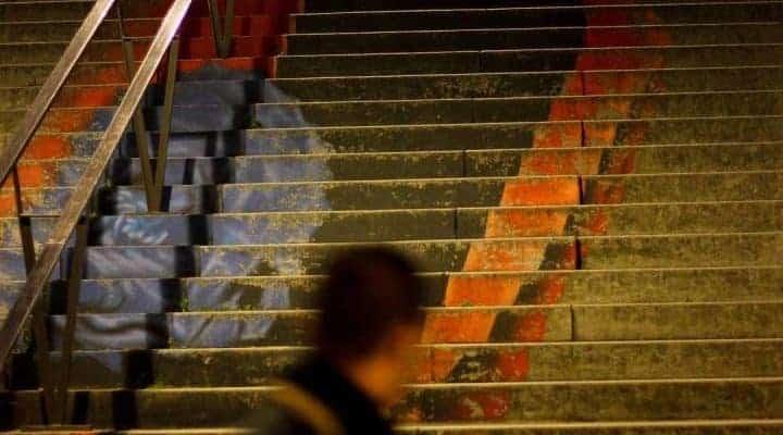 Association d'idées & escaliers de la Parisienne – Streetart par Zag & Sia, Paris